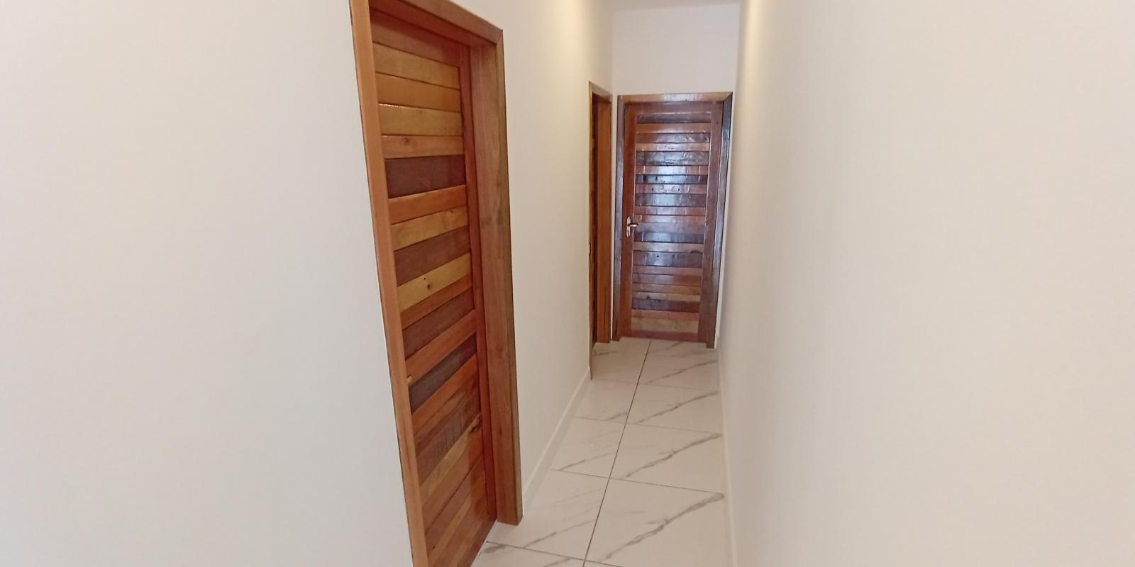 Linda Casa Geminada com 3 Quartos - Foto 5 de 14